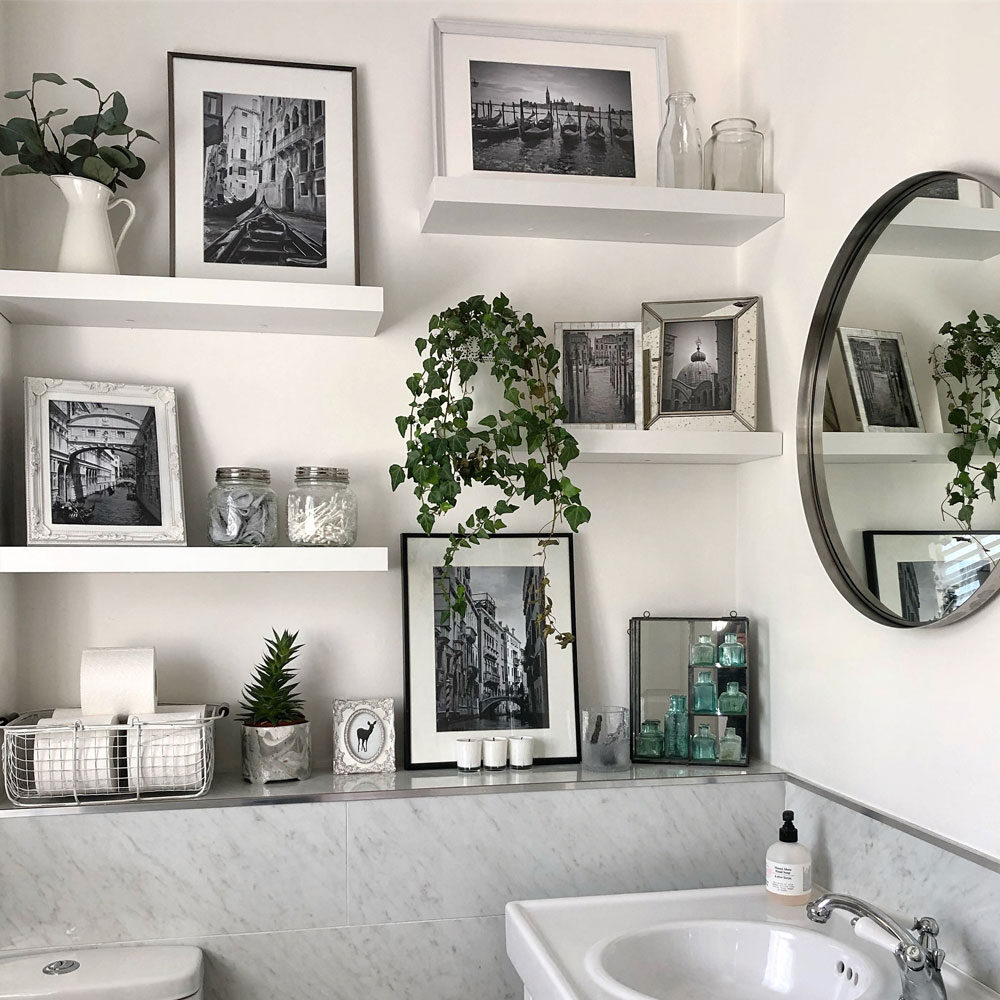 bathroom-picture-frames-4667065-2113559-2804815